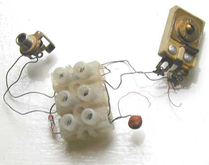 You are browsing images from the article: Crystal radio